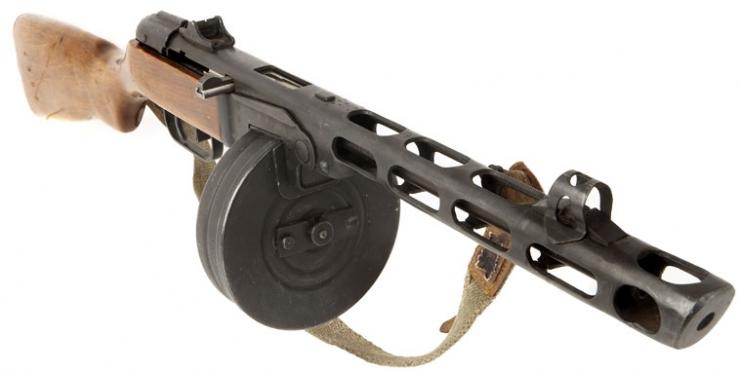 Deactivated wwii russian ppsh41 sub machine gun